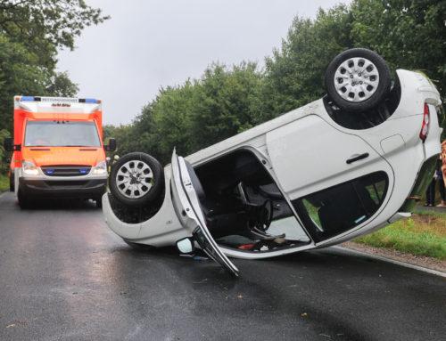 Fahrzeug überschlägt sich in Ortsmitte Perl/Oberleucken