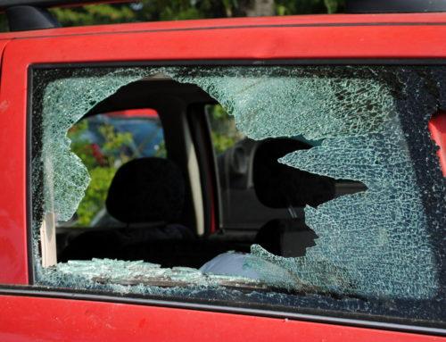 Banale Streitigkeiten enden mit der Zerstörung eines Wohnmobilfensters