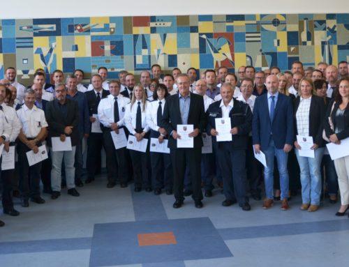 Saarbrücken: Beförderung von 77 Polizeibeamtinnen und -beamte durch das Innenministerium