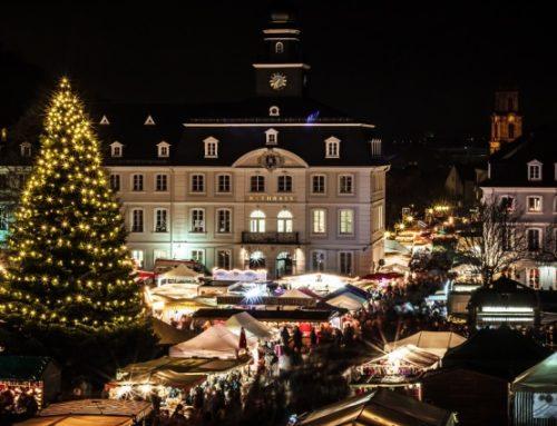 Eröffnung des 44. Alt-Saarbrücker Weihnachtsmarktes mit dem Heiligen Nikolaus am 1. Dezember